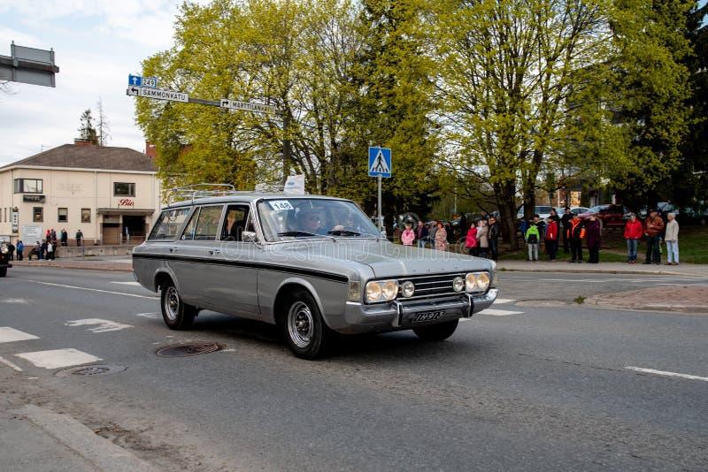 Ford 17M dessus d'abord de défilé de mai dans Sastamala images stock