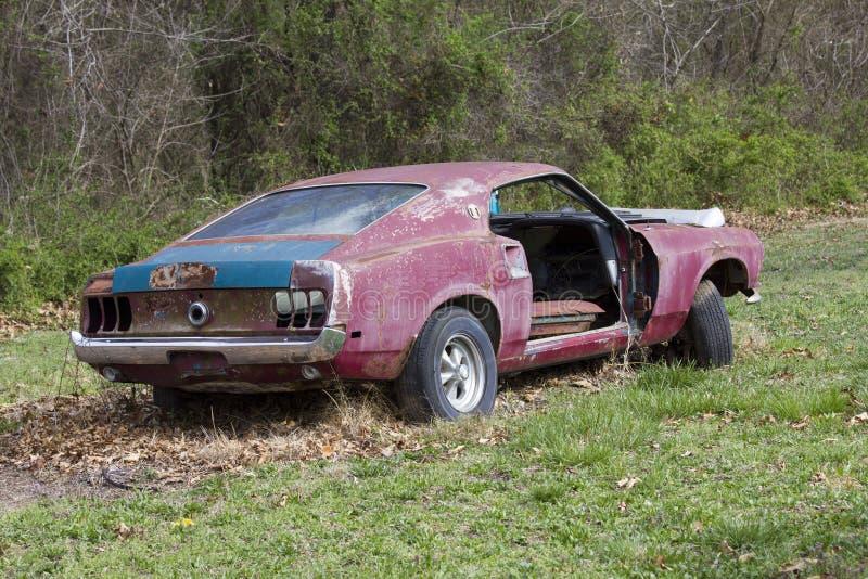 Ford Mustang Fastback 1969 abandonado fotografia de stock royalty free