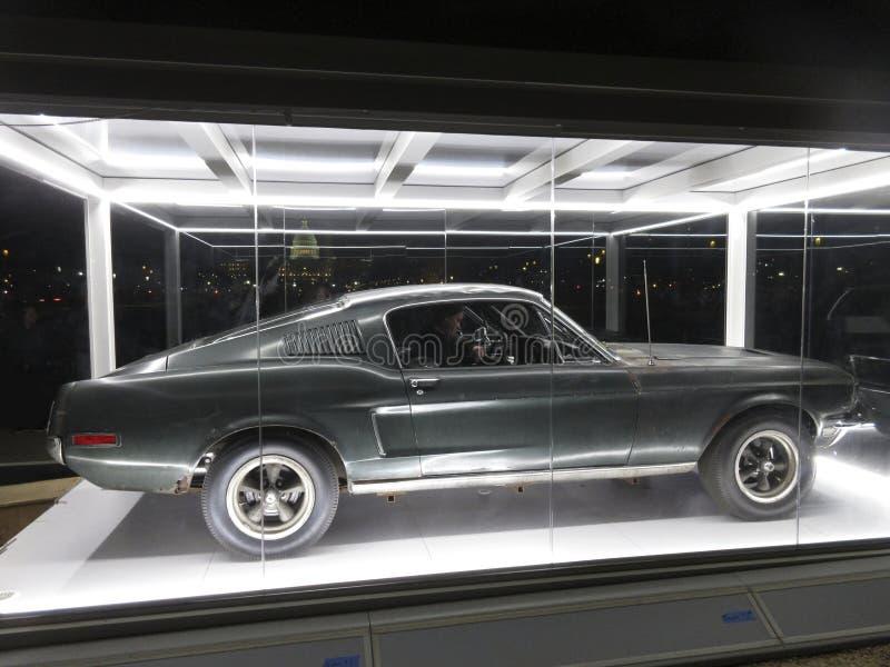 Ford Mustang Fastback Bullitt Car la nuit photographie stock libre de droits
