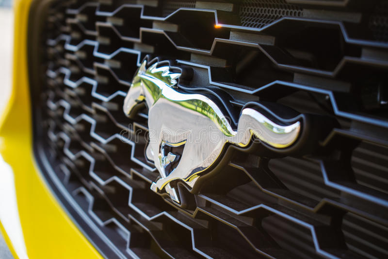 Ford Mustang Front Badge 2017 immagini stock