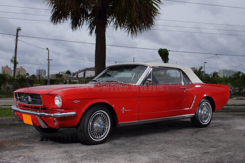 Ford Mustang 1969 im Rot lizenzfreie stockfotos