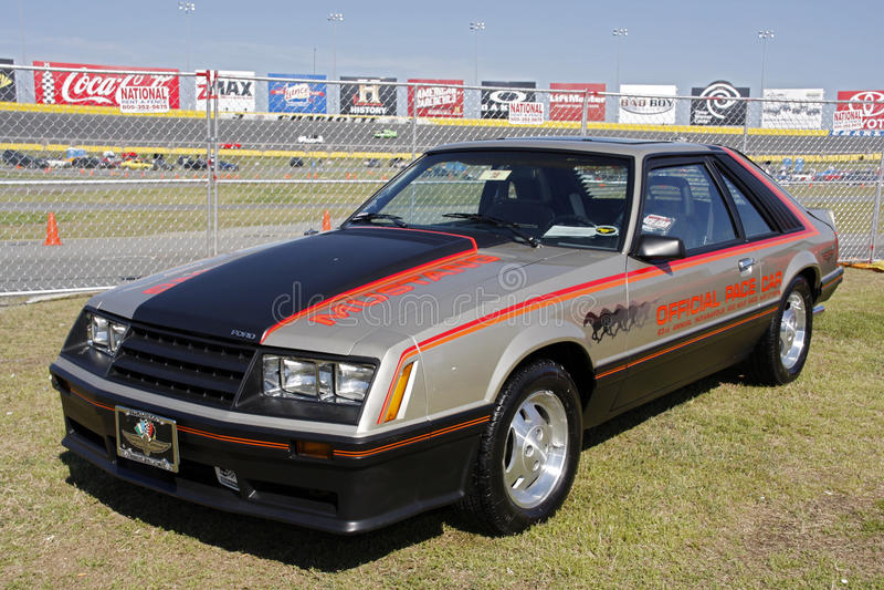 Ford Mustang Pace Car am 50. Jahrestags-Ereignis Charlotte lizenzfreie stockfotos