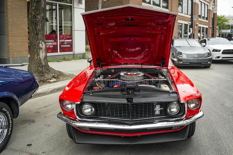 Ford Mustang rouge images stock