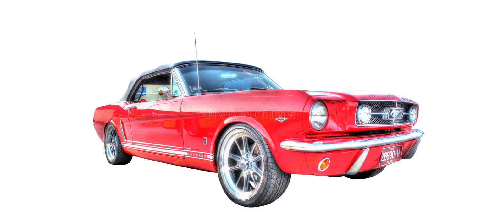 Ford Mustang rouge d'isolement sur le fond blanc photos stock