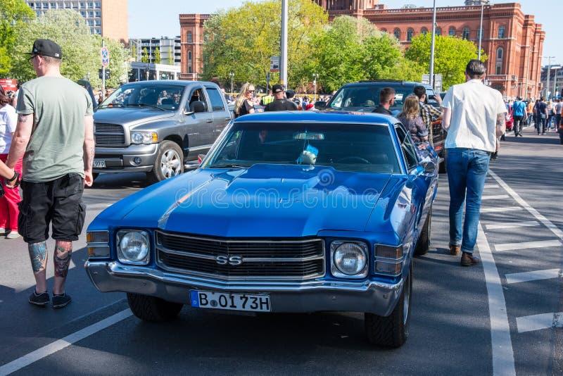 Ford Mustang SS på den Berlin Brennt protesten fotografering för bildbyråer