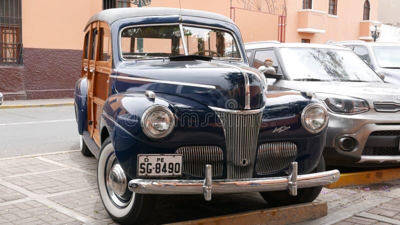 Ford Super Woodie Station Wagon de luxe, Lima imagem de stock