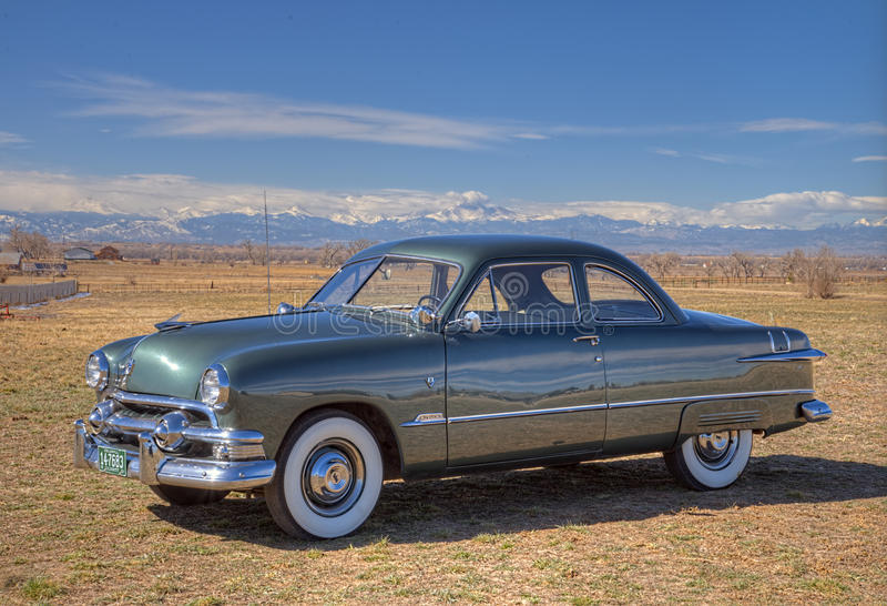 Ford Two Door Coupe 1951 royaltyfri bild