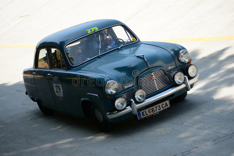Download Ford Zephyr Six 1953 Chez Mille Miglia Photo éditorial - Image du action, moteur: 76084096
