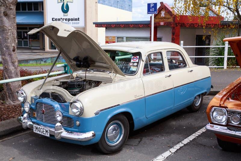 1955 Ford Zephyr Zodiac bicolore, un'automobile britannica classica fotografie stock libere da diritti