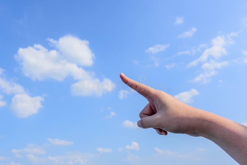 Forefinger z niebem i chmurą obraz stock