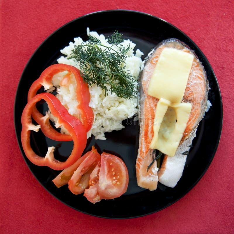 Download Forell som bakas med ost arkivfoto. Bild av serving, forell - 27276400