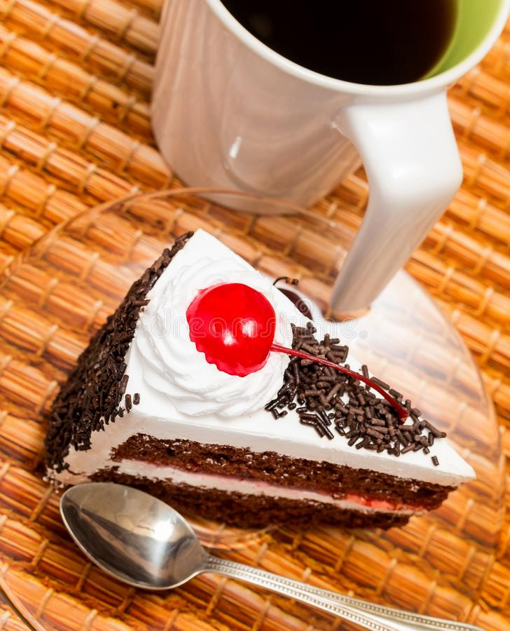 Forest Cake Represents Coffee Break y café negros imagen de archivo libre de regalías