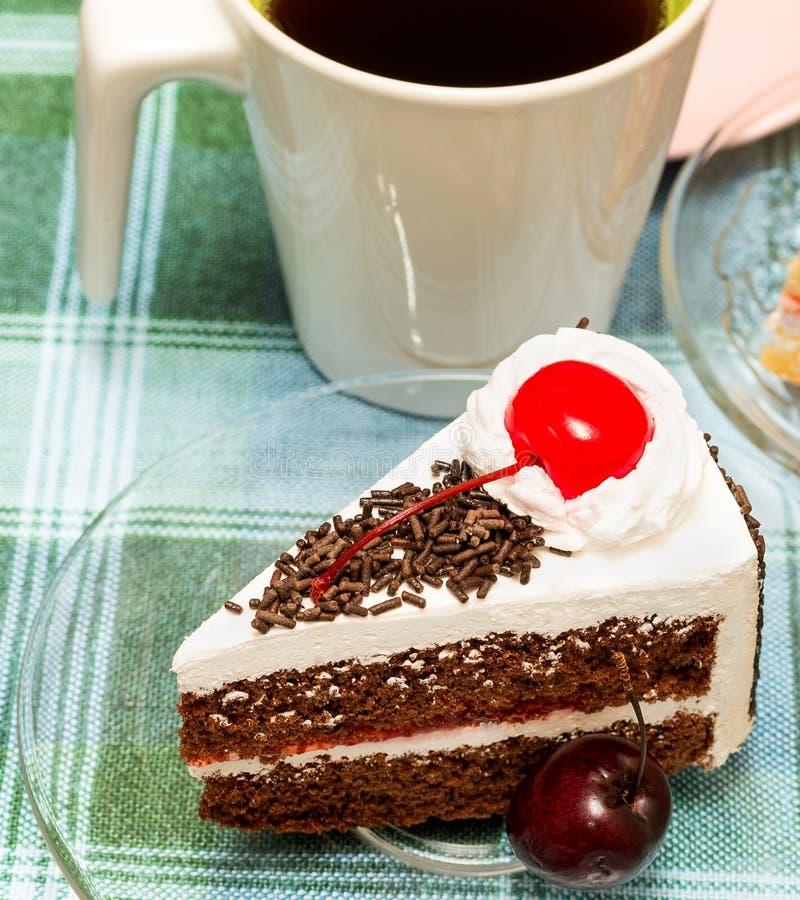 Forest Cake Shows Coffee Break y bebida negros imagenes de archivo