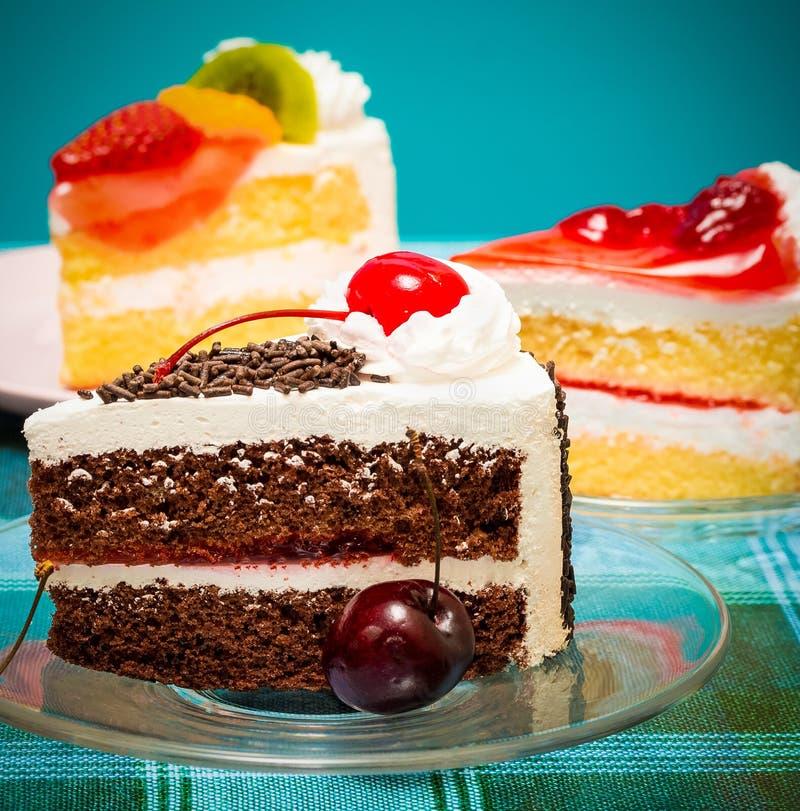 Forest Gateau Represents Cream Cake y cafés negros fotos de archivo libres de regalías