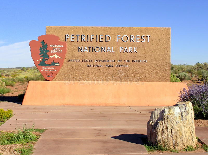 Forest National Park Sign Board petrificato immagine stock
