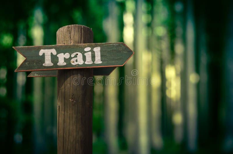 Forest Trail Sign royaltyfria bilder