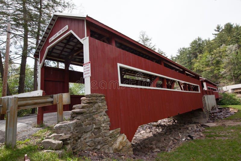 Forkes Pennsylvania de los puentes cubiertos del gemelo de Paden imagen de archivo libre de regalías