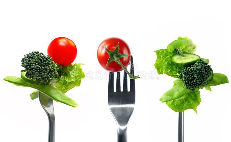 Forkfuls av sund mat över vit royaltyfri fotografi