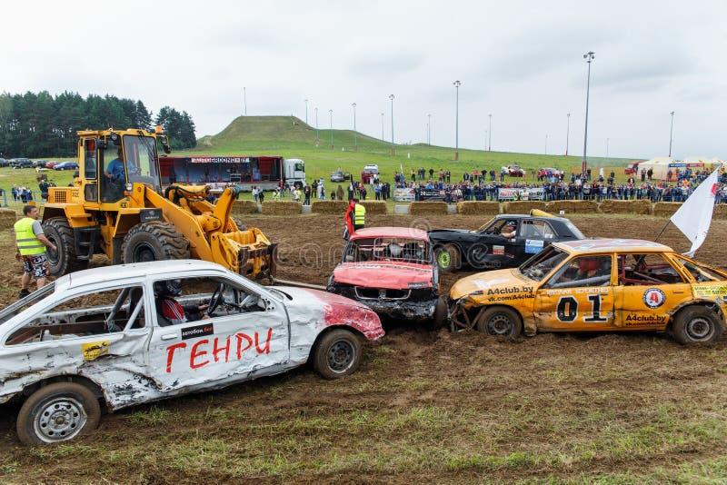 Forklift εκκενώνει το αυτοκίνητο figth στοκ εικόνες