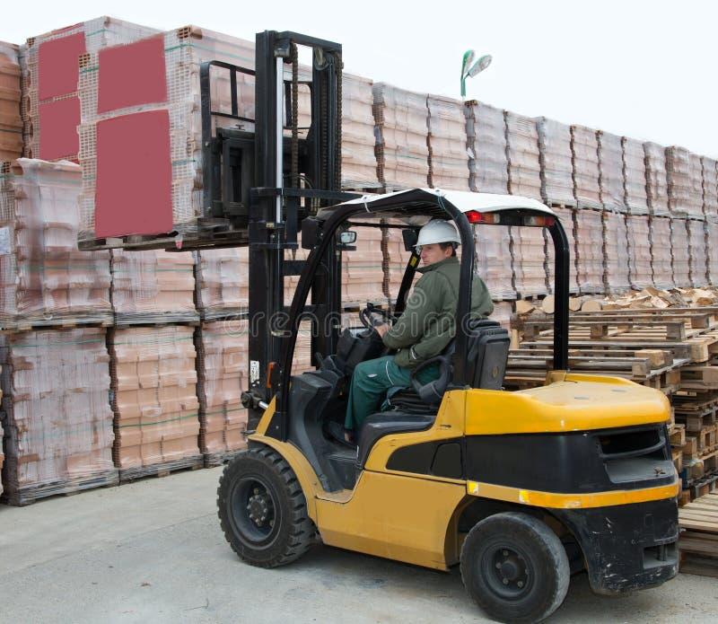 Forklift εργαζόμενος φορτωτών στοκ φωτογραφία με δικαίωμα ελεύθερης χρήσης