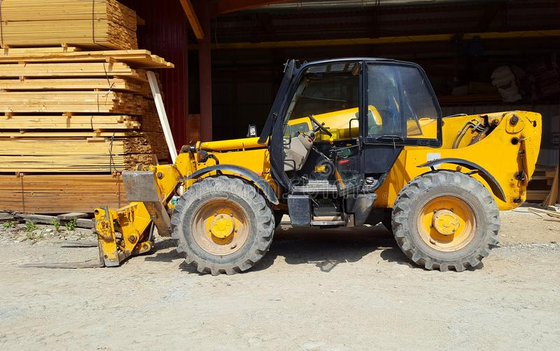 Forklift στο εργοστάσιο στοκ εικόνες