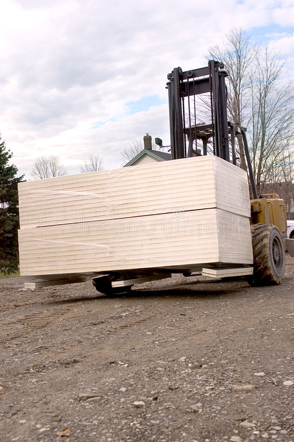 Download Forklift στοκ εικόνες. εικόνα από τρακτέρ, φορτίο, φέρτε - 54146