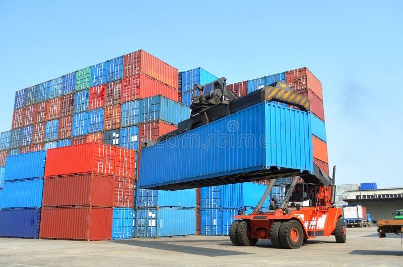 Forklift do recipiente imagens de stock