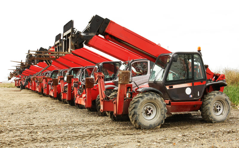 Forklifts elevados da carga fotografia de stock royalty free