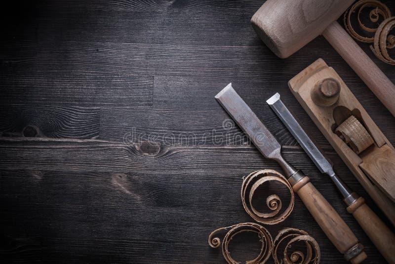 Formões que barbeiam microplaquetas planas do planeamento do martelo da protuberância foto de stock royalty free
