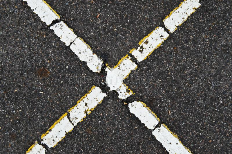 Form x auf Straße lizenzfreies stockfoto