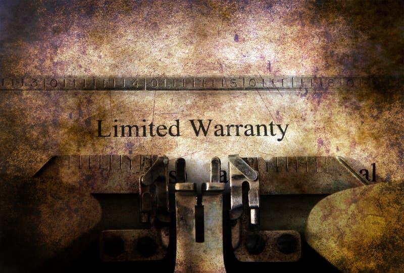 Form der begrenzten Garantie auf Weinleseschreibmaschine lizenzfreie stockfotografie