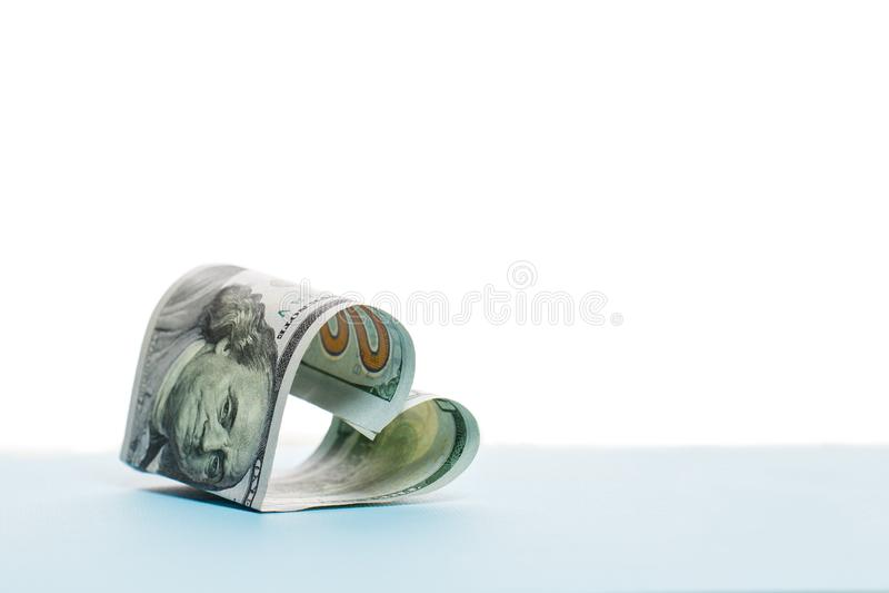Form för hjärta för sedel för 100 US dollar kassapengar arkivbild
