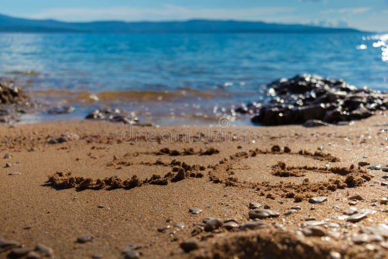 form 5G på sanden royaltyfri bild