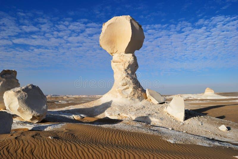 A formação da pedra calcária no deserto foto de stock
