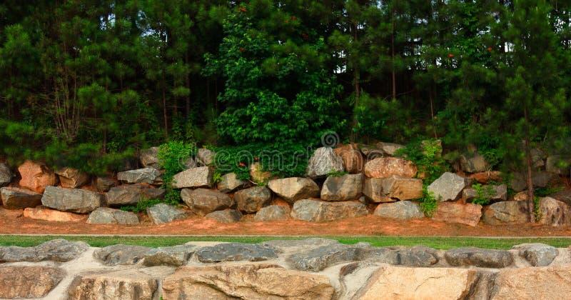 Formação de rocha ao longo da fuga imagens de stock royalty free