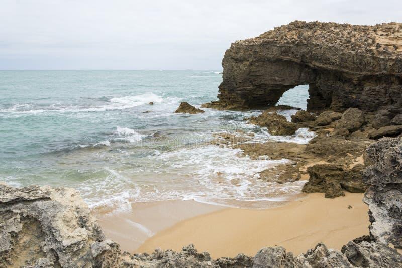 Formação de rocha arqueada, veste, Sul da Austrália imagem de stock royalty free