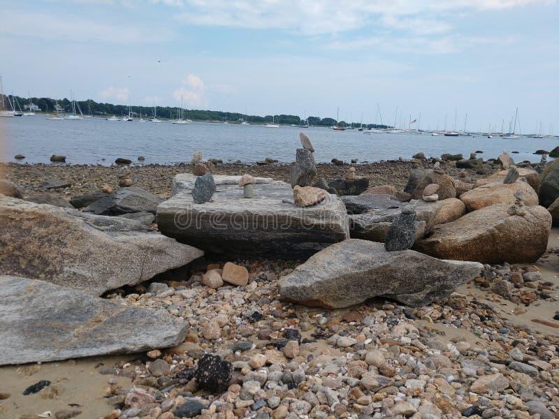 Formação de rocha em uma costa rochosa imagens de stock