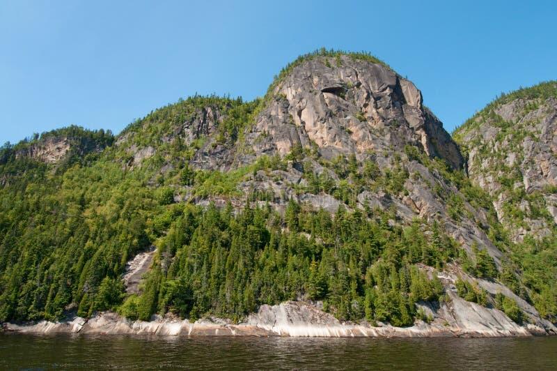 Formação de rocha, fjord saguenay imagem de stock