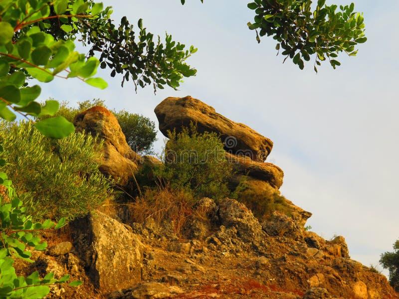 Formação de rocha rural fotografia de stock