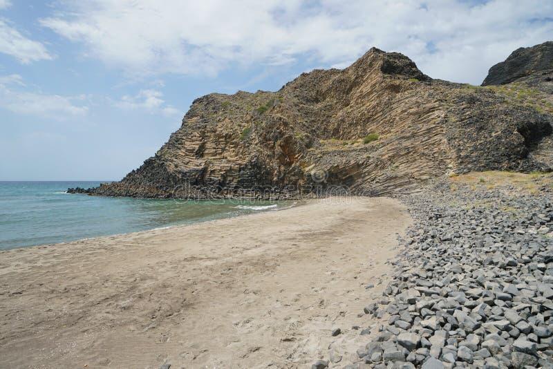 Formação de rocha vulcânica Almeria Spain do Sandy Beach foto de stock