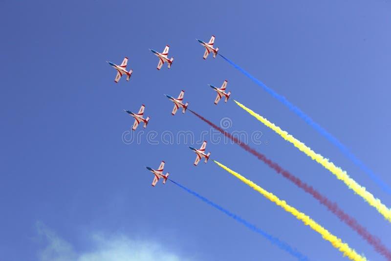 Formação de vôo no céu fotos de stock royalty free