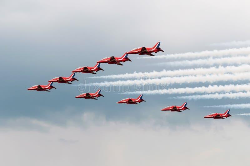 Formação vermelha de RAF Hawks Big Battle das setas no airshow de Aviofun fotos de stock