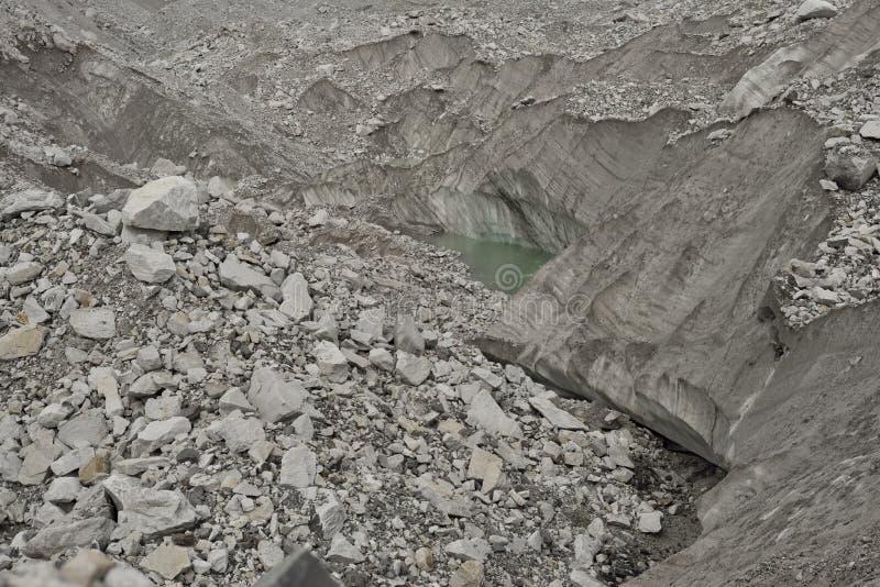 Formações da geleira de Khumbu com os lagos pequenos da geleira himalaya nepal fotografia de stock