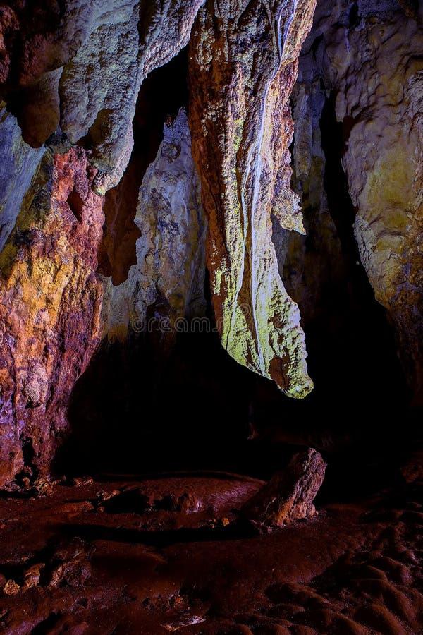 Formações de caverna do callao, Filipinas das estalactites e dos estalagmites fotos de stock