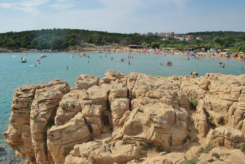Formações de rocha estranhas do arenito e praia de Livacina Console de Rab, Croatia foto de stock