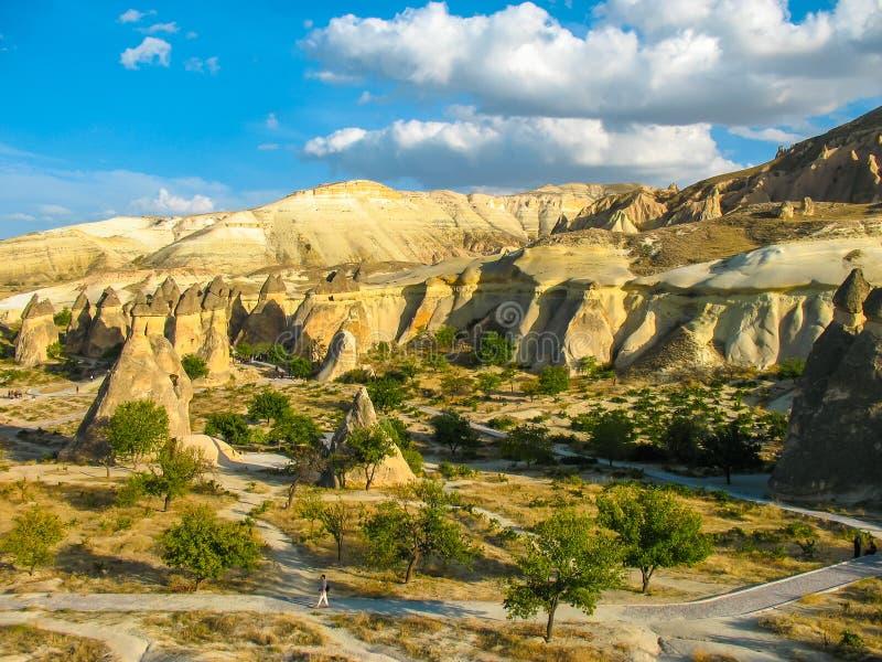 Download Formações De Rocha Incríveis, Cappadocia, Turquia Foto de Stock - Imagem de fairy, geologic: 65578398