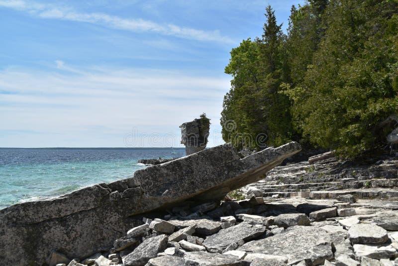 Formações de rocha na costa foto de stock royalty free