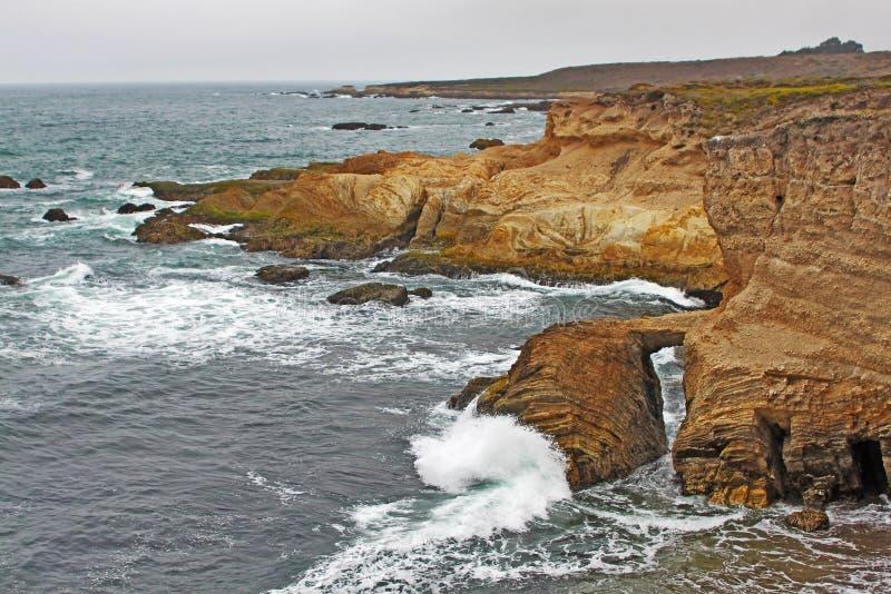 Formações de rocha na costa central de Califórnia fotos de stock
