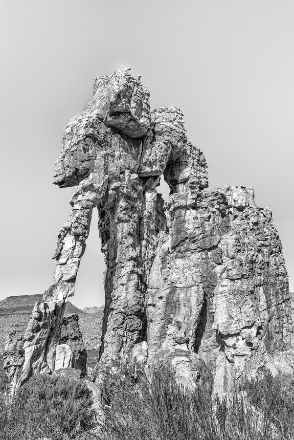 Formações de rocha na fuga de caminhada da esposa dos lotes monocromático fotos de stock