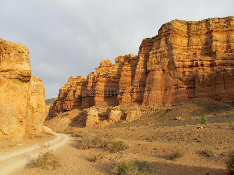 Formações de rocha no parque nacional de Charyn da garganta (Sharyn) foto de stock royalty free